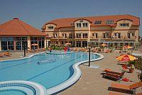 Piscina all'aperto di Aqua-Spa Hotel Cserkeszolo 4*