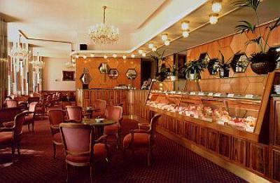 Bagni Termali Gellert : Il bar allhotel gellert a budapest hotel termale collegato al