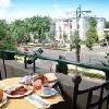 Camera con balcone all'Hotel Andrassy con vista sulla Piazza degli Eroi