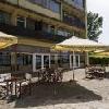 Hotel Familia a Balatonboglar con terrazza e spiaggia privata
