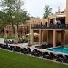 Piscina esterna e terrazza all'Hotel Bambara circondate dalle foreste dei Monti di Bukk - Hotel Bambara