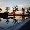 Piscina esterna con vista sul lago a Balatonlelle - Yachtclub BL Bavaria con appartamenti