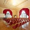 Hotel Erzsebet Kiralyne offre elegante sala riunione a Godollo in un ambiente tranquillo