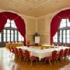 Elegante sala riunione con luce naturale all'Hotel Erzsebet Kiralyne a Godollo