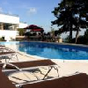 Piscina e sedie a sdraio all'Hotel Kikelet a Pecs - albergo 4 stelle a Pecs la capitale culturale d'Europa