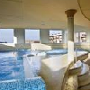 Centro benessere all'Hotel Kapitany - piscina interna con elementi d'esperienza
