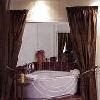 Suite elegante con vasca da bagno angolare a Rackeve all'Hotel DunaRelax Event