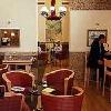 Caffe in un ambiente elegante al Mercure Budapest Buda