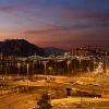 Vista panoramica notturna sulla collina Gellert e sul fiume Danubio dalle camere del Ibis Styles Budapest City