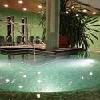 Centro benessere con vasca idromassaggio nello Yacht Wellness Hotel